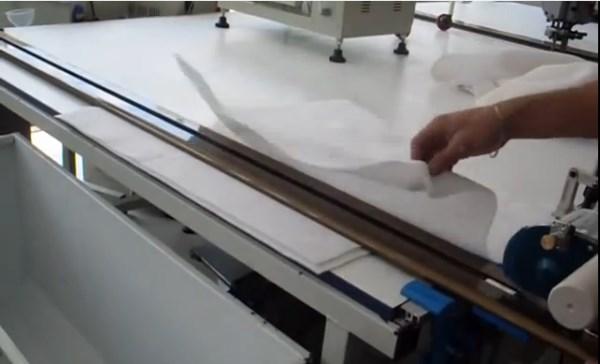 in ons atelier snijdt de professionele snijmachine uw nieuwe doek